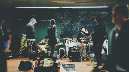 バンド形式